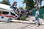 Последствия ДТП с участием кареты скорой помощи на пересечении улиц Орозбекова и Ленинградской в Бишкеке