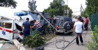 Последствия ДТП с участием кареты скорой помощи на пересечении Орозбекова и Ленинградской в Бишкеке