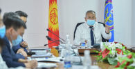 Премьер-министр Кубатбек Боронов Республикалык ыкчам штабдын жыйыны учурунда