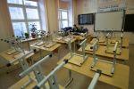 Преподаватель в пустом учебном классе. Архивное фото