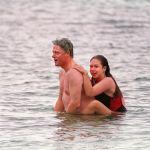 Президент США Билл Клинтон с дочерью Челси в Гонолулу. 1993