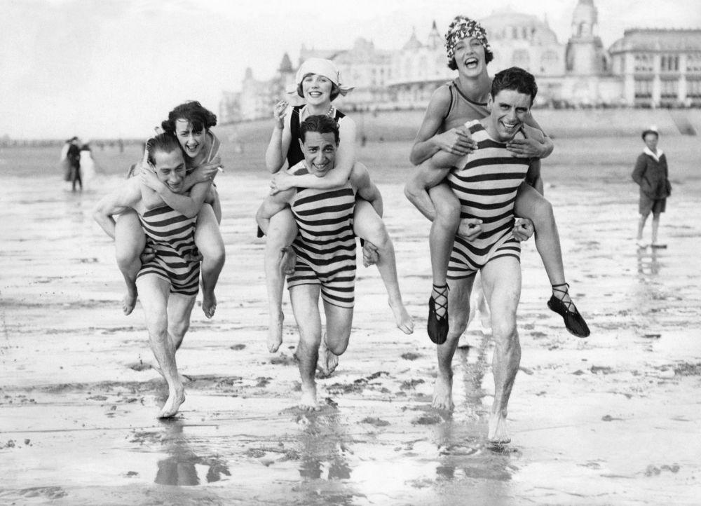 На пляже в Остенде (Бельгия). 1938