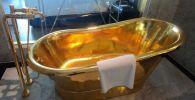 В Ханое (столица Вьетнама) открылся первый в мире пятизвездочный отель Dolce Hanoi Golden Lake с золотым покрытием. Видео опубликовано на YouTube-канале CGTN.