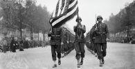 Американские солдаты во время военного парада. Архивное фото