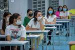 Абитуриенты во время сдачи общереспубликанского тестирования в Бишкеке