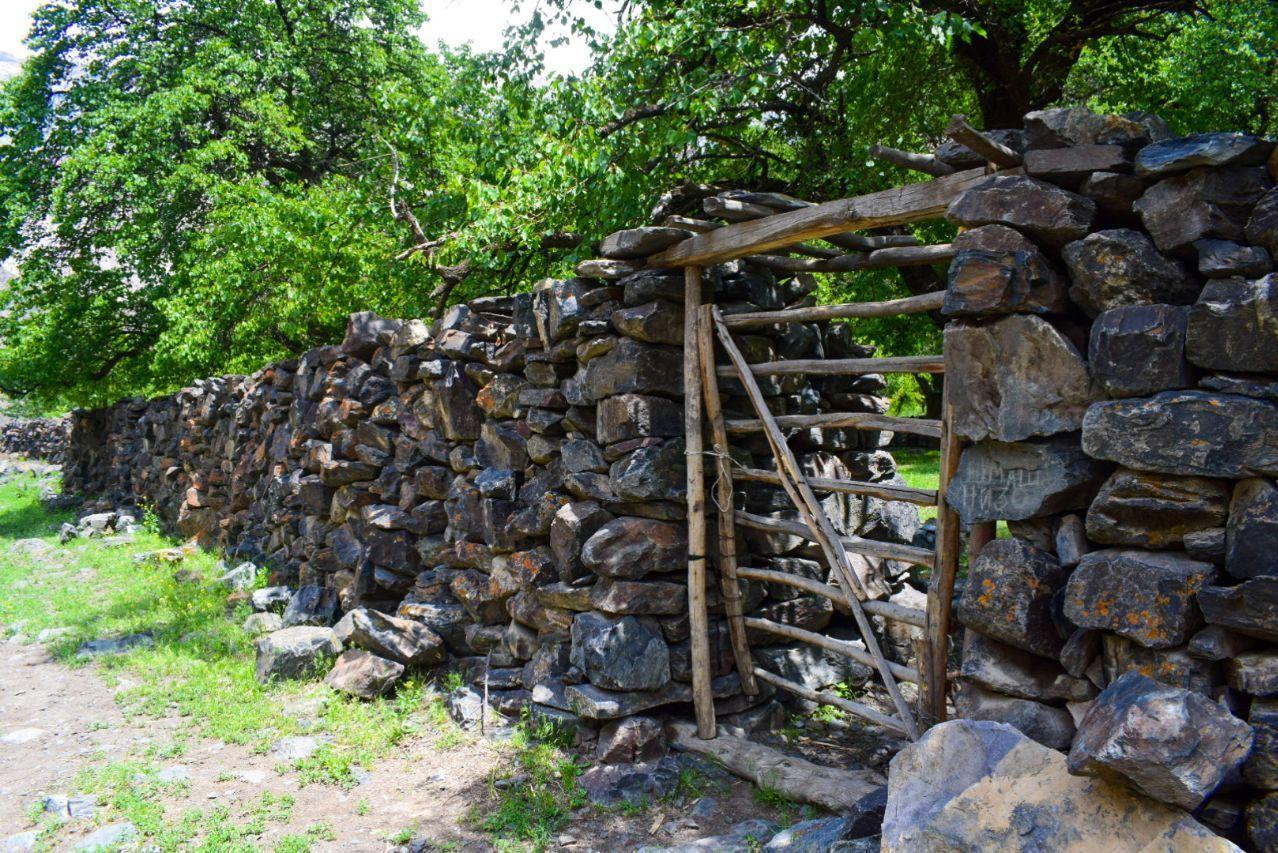 Забор в селе Зардалы