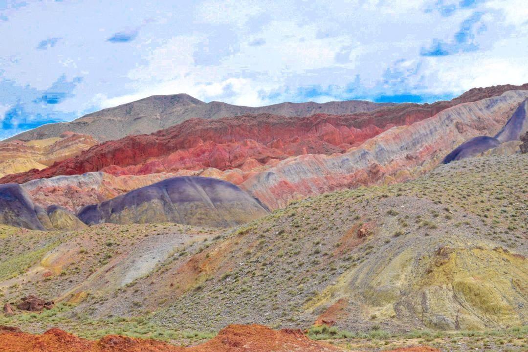Горный массив Сары-Тоо в Баткенской области