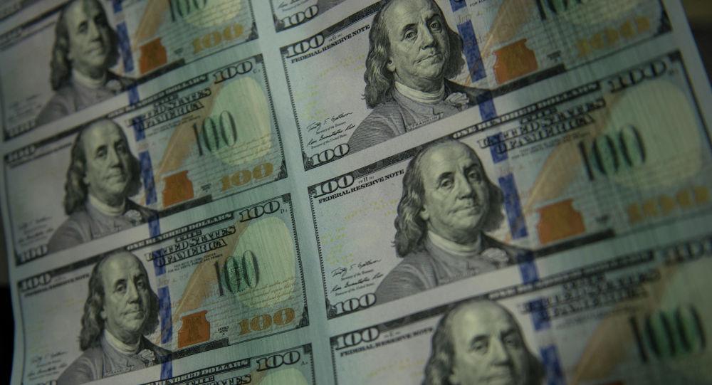 Долллар банкноталары. Архив