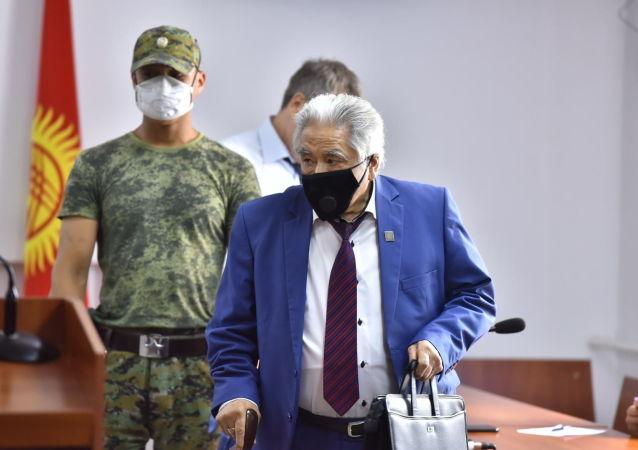 Доктор медицинских наук, профессор Абдухалим Раимжанов во время вынесения приговора по делу о незаконном освобождении криминального авторитета Азиза Батукаева в Бишкеке