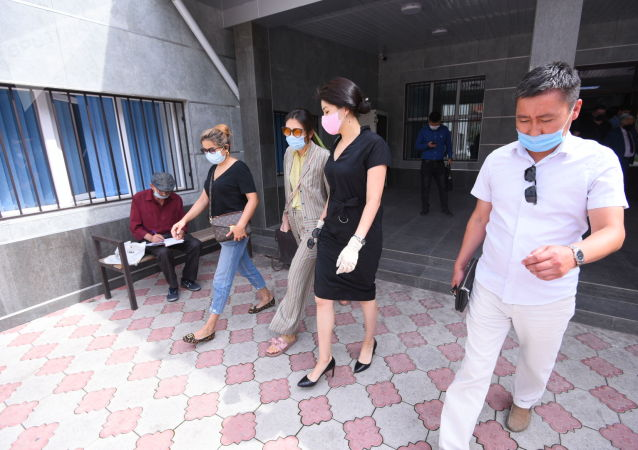 Экс-генеральный прокурор Индира Джолдубаева после вынесения приговора по делу о незаконном освобождении криминального авторитета Азиза Батукаева