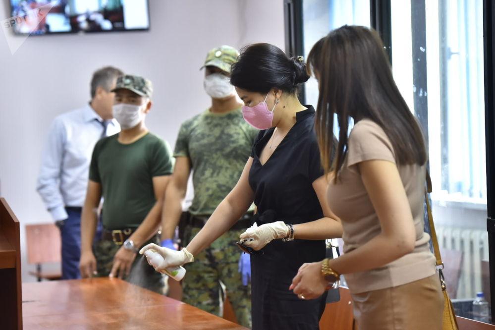 Бывшего генпрокурора Индиру Джолдубаеву, работавшую во время освобождения Батукаева в отделе судебной реформы аппарата президента, обязали уплатить штраф в 5 миллионов сомов