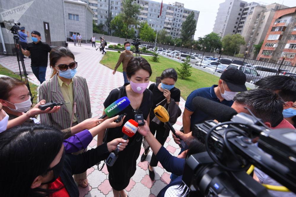 Однако адвокат Джолдубаевой пояснил, что, если дело дойдет до Верховного суда, все это время его подзащитной придется оставаться под домашним арестом