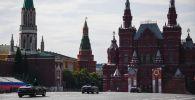 Кабриолеты Aurusна Красной площади. Архивное фото
