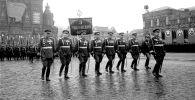 1945-жылы Москвадагы парад. Архивдик сүрөт