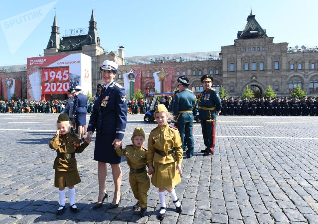Гости перед началом военного парада в ознаменование 75-летия Победы в Великой Отечественной войне 1941-1945 годов на Красной площади в Москве.
