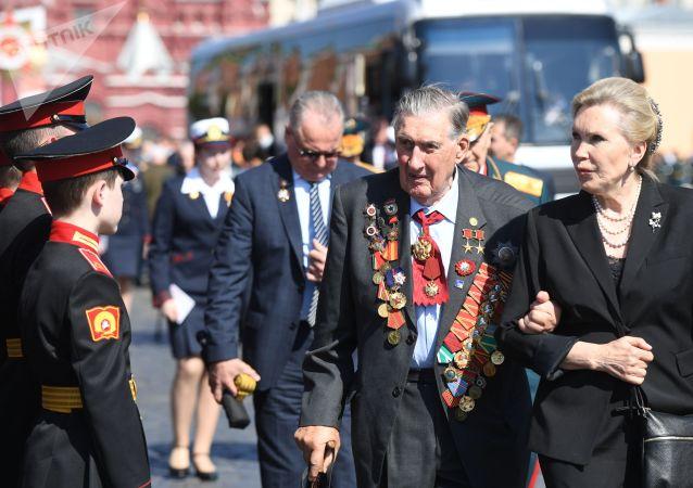 Председатель Московского городского Совета ветеранов Владимир Долгих перед началом военного парада в ознаменование 75-летия Победы в Великой Отечественной войне 1941-1945 годов на Красной площади в Москве.