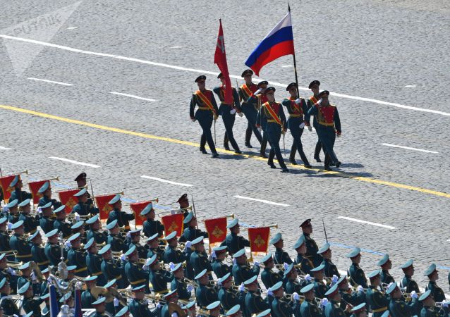 Знаменная группа во время военного парада в ознаменование 75-летия Победы в Великой Отечественной войне 1941-1945 годов на Красной площади в Москве.