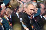 Президент РФ Владимир Путин перед началом военного парада в ознаменование 75-летия Победы в Великой Отечественной войне 1941-1945 годов на Красной площади в Москве.