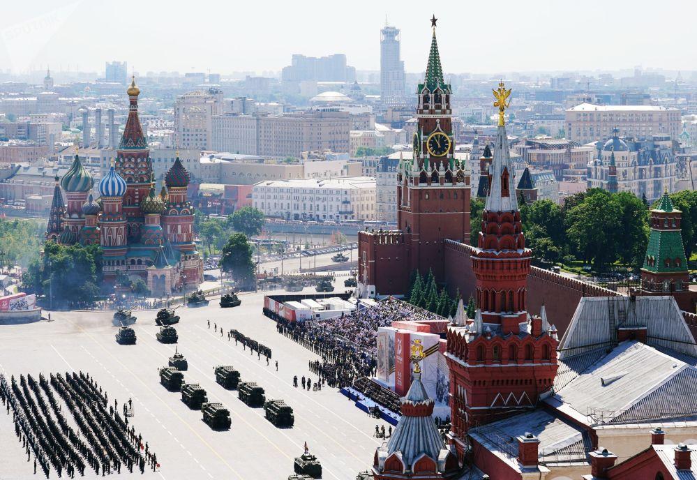 Улуу Жеңиштин 75 жылдыгына арналган аскердик парад Москва шаарынын Кызыл аянтында өттү