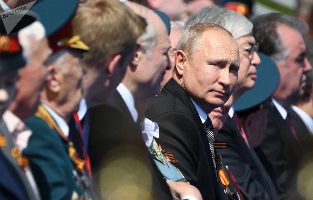 Россиянын куралдуу күчтөрүнүн жогорку аскер башчысы Владимир Путин