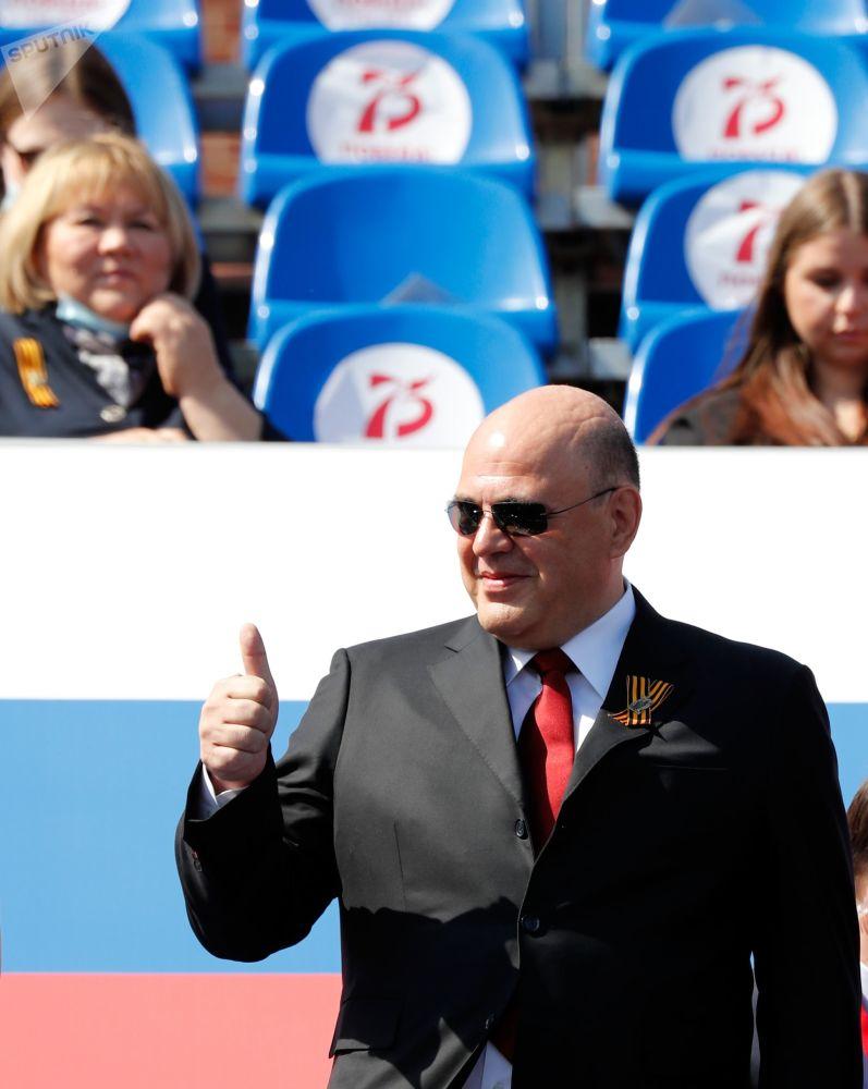 Россиянын өкмөт башчысы Михаил Мишустин парад учурунда