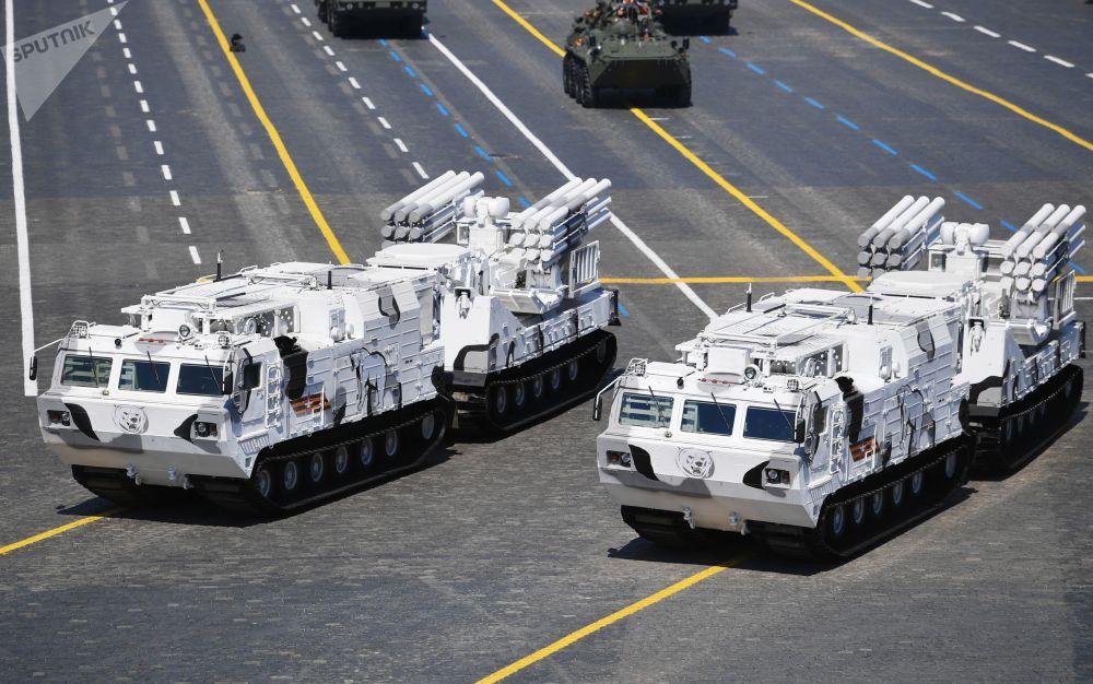 Панцирь-СА зенит-ракеталык комплекси парад учурунда