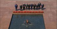 После парада Победы президенты отправились в Александровский сад, чтобы возложить цветы к Могиле Неизвестного солдата.