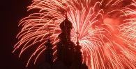 В Москве устроили салют в честь 75-летия Победы. Продолжительность салюта, который дал отдельный гвардейский салютный дивизион Западного военного округа имени маршала артиллерии Владимира Михалкина, составила 15 минут.