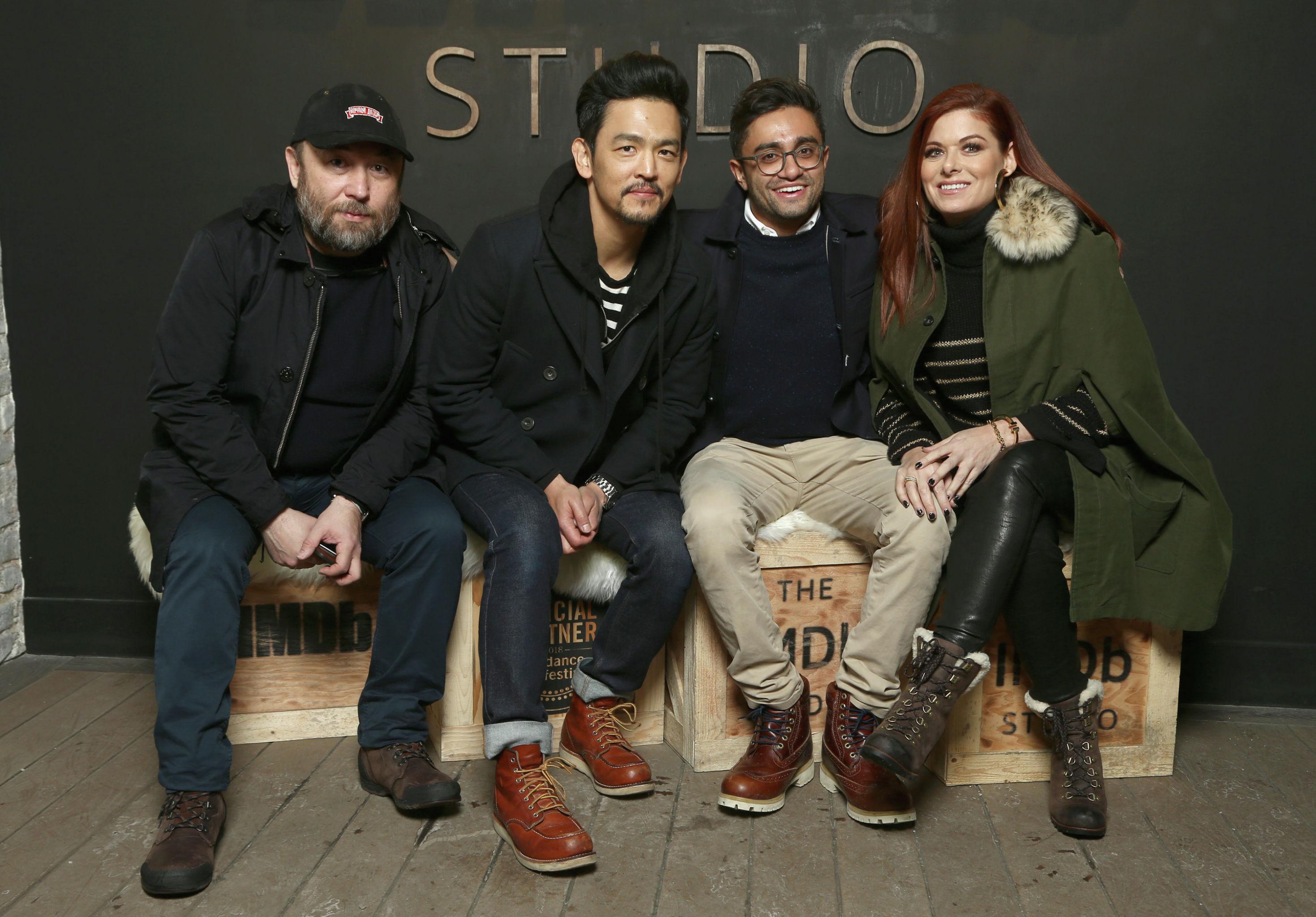Тимур Бекмамбетов, Джон Чо, Аниш Чаганти и Дебра Мессинг из фильма Поиск студии IMDb участвуют в шоу на съемочной площадке кинофестиваля Sundance 21 января 2018 года в Парк-Сити, штат Юта, США.