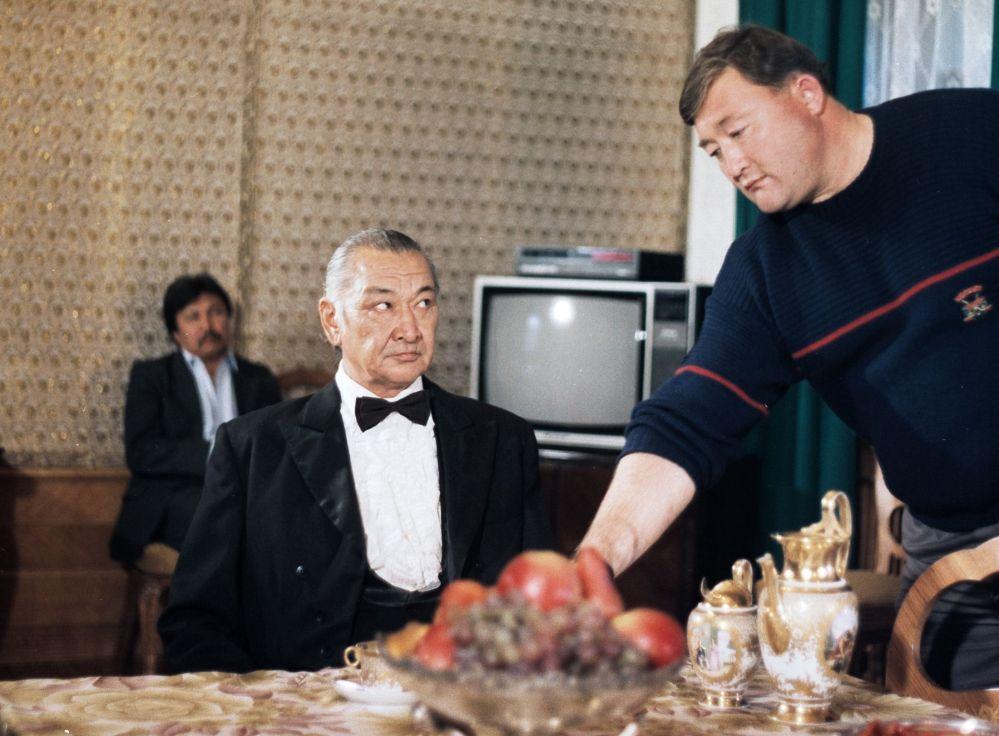 Режиссер Гүлмира Сунгатуллинанын Азиат тасмасын тартуу учуру, 1991-жыл