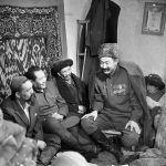 Үсөнжан Ибрагимовдун Таштагы жылмаюу тасмасы, актер башкы каарман Эсенгелдинин ролунда