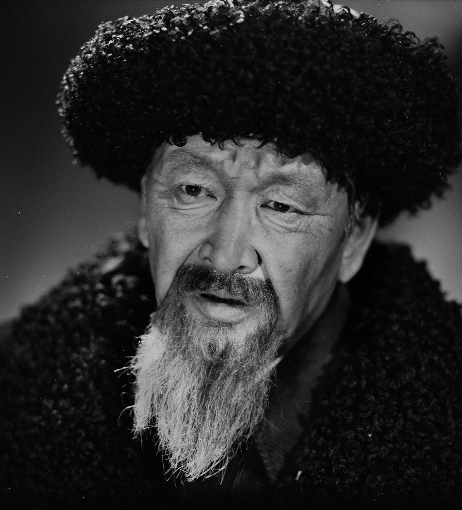 2001-жылы 17-ноябрда 64 жашында актердун жүрөк оорусу кармап каза болгон