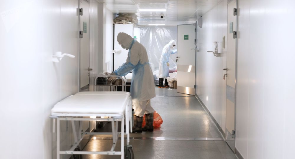 Медицинские работники в городской клинической инфекционной больнице имени И. С. Жекеновой в Алма-Ате, где проходят лечение больные с COVID-19.