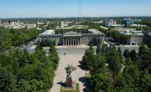 Здание Правительства Кыргызстана на старой площади в Бишкеке. Архивное фото