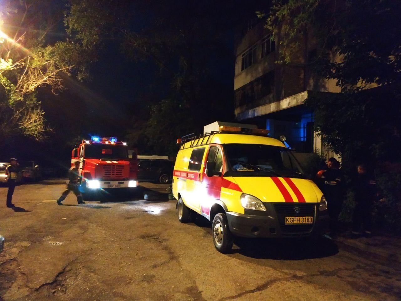 В Бишкеке по улице Абдрахманова вспыхнул пожар в многоэтажном доме