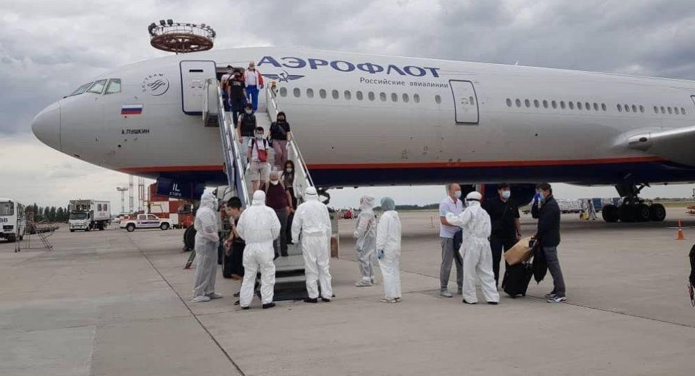 В Бишкек из Москвы прибыли граждане Кыргызстана