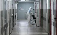 Врач в приемном отделении городской клинической больницы. Архивное фото