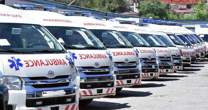 Первый вице-премьер-министр Кыргызской Республики Алмазбек Баатырбеков ознакомился с техническим состоянием карет скорой медицинской помощи.