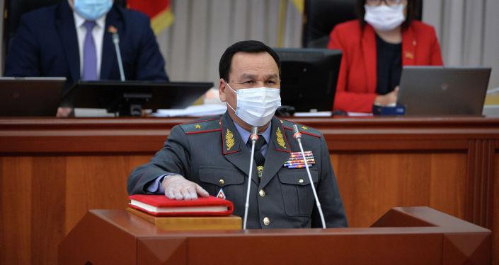 На заседании Парламента новый состав Правительства Кыргызской Республики принес присягу в присутствии Главы государства 30 июня 2020 года