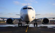 Самолет Boeing в международном аэропорту. Архивное фото