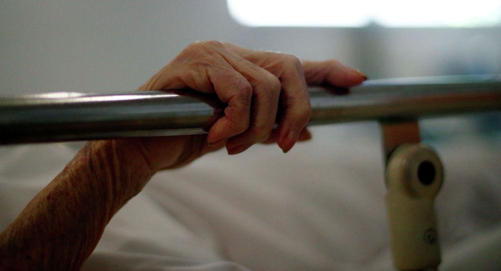 Мужчина в больнице. Архивное фото
