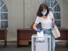 Бишкекте россиялыктар Конституциясын өзгөртүүгө добуш берүүдө