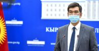 Мэр Бишкека Азиз Суракматов выступает на брифинге