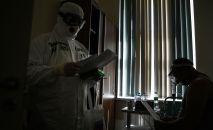 Медицинские сотрудники во время работы