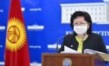 Министр финансов Кыргызской Республики Бактыгуль Жеенбаева на брифинге