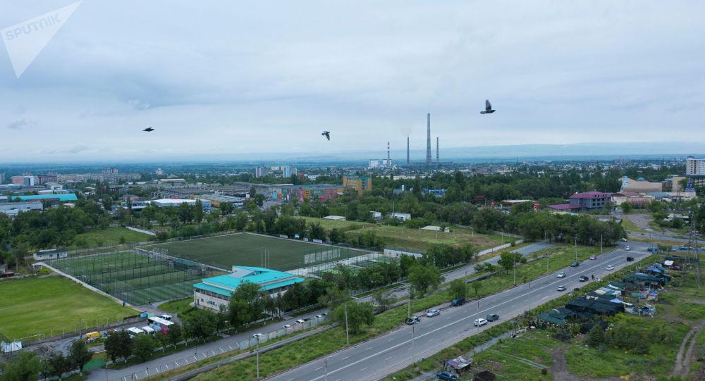 Вид с высоты на город Бишкек. Архивное фото
