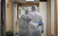 Медики в коридоре больницы. Архивное фото