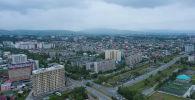 Вид с высоты на жилые дома в Бишкеке