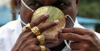 Защитная маска сделанная из золота