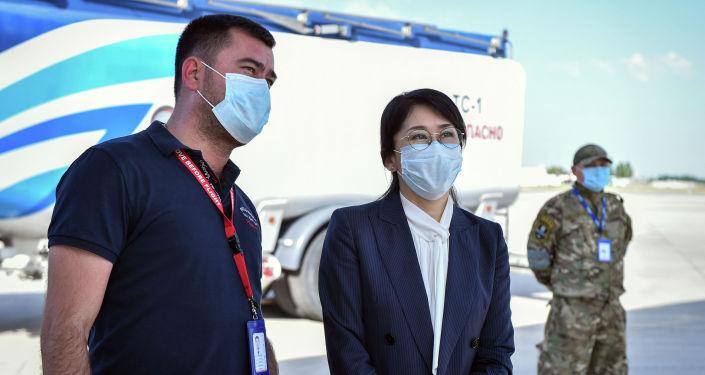 Правительство Кыргызской Республики закупило 500 мобильных концентраторов кислорода, которые сегодня чартерным рейсом доставлены из Китайской Народной Республики.